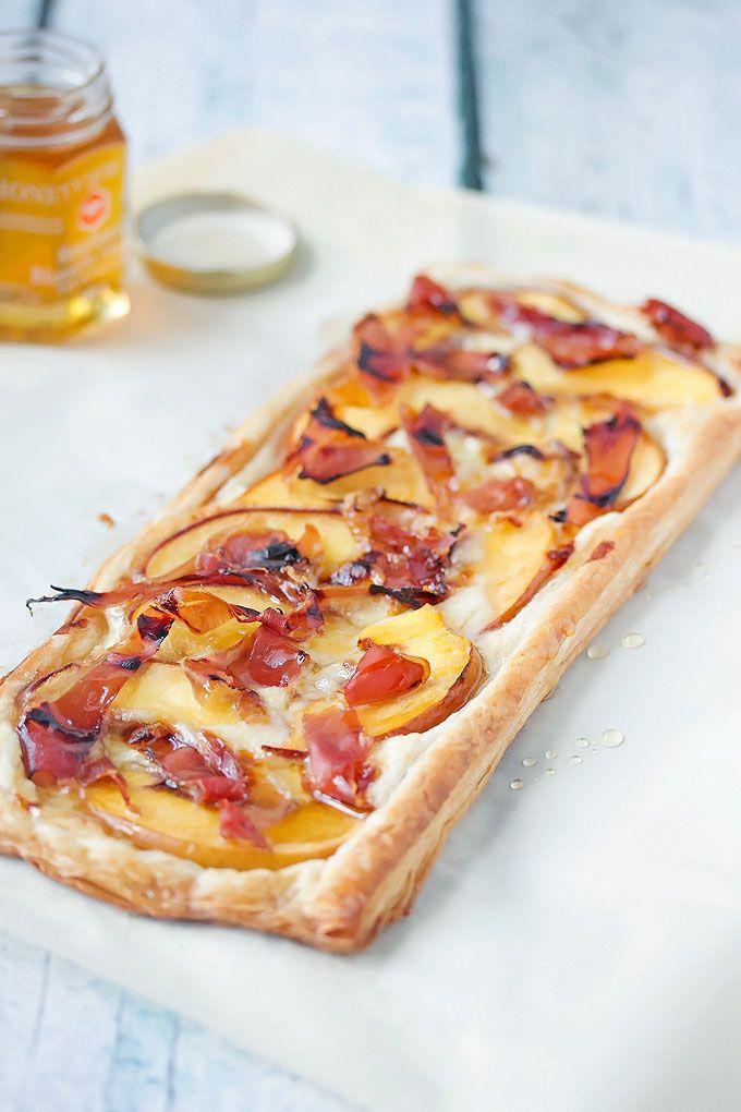 Peach, Proscuito and Brie Tart   http://cookswithcocktails.com/peach-proscuito-brie-tart/