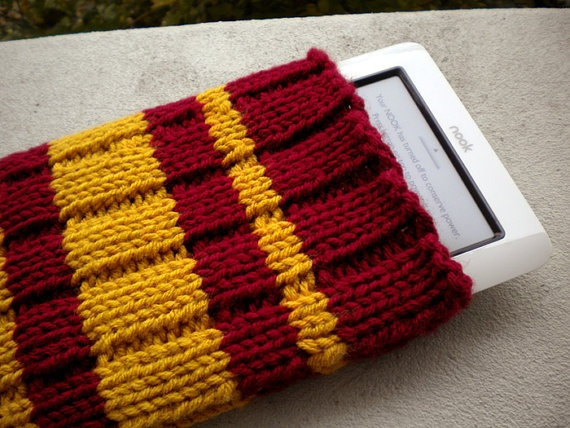 Knitting Pattern For Ipod Sock : 17 Best images about Yarn Made on Pinterest Ipod holder, Knit patterns and ...
