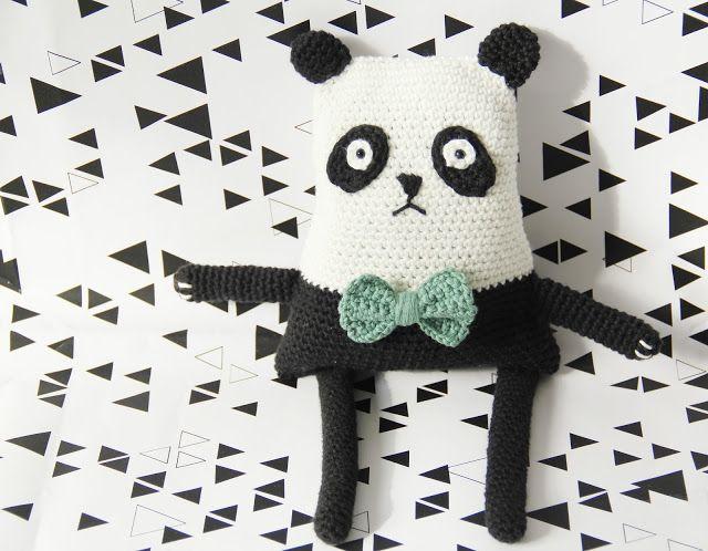 Kijk wat ik gevonden heb op Freubelweb.nl: een gratis haakpatroon van Studio Mojo om deze panda knuffel te maken https://www.freubelweb.nl/freubel-zelf/gratis-haakpatroon-panda-2/