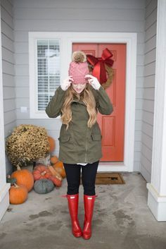 winter style | winter outfit ideas | warm cute winter outfits | snow outfits for women | olive green jackets | red hunter boots | style ideas | winter style ideas | winter outfit ideas | mom outfits | gigi pip | beanies | pom beanie outfit | hair ideas with beanies
