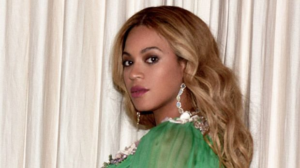 Beyonce Drops Almost 30 Lbs 3 Weeks After Birth Of Twins: Her Secrets To Losing Weight Revealed https://tmbw.news/beyonce-drops-almost-30-lbs-3-weeks-after-birth-of-twins-her-secrets-to-losing-weight-revealed  Beyonce has been getting back into shape quickly after the birth of her twins and HollywoodLife.com has learned all the EXCLUSIVE details on how she's shedding the weight. Read about her secrets here!It's been three weeks since Beyonce, 35,gave birth to twins, Rumi and Sir, and she's…