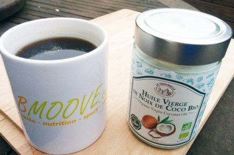 Connaissez-vous le café gras ? C'est très simple : c'est un bon café accompagné d'une cuillère d'huile de coco !Allez, voici 2 recettes ! La première étant la recette «de base», la deuxième étant la version plus onctueuse (c'est la version de Blandine. Quelle gourmande ! 🙂 ) Imprimer 4.4 from 7 reviews Recette du …