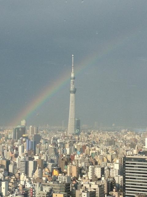 スカイツリーに虹がかかってるー on Twitpic - ツイナビ・Twitter 公式ナビゲーター