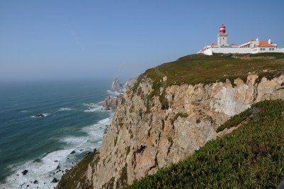 """El Cabo da Roca mirador de la costa portuguesa frente al Océano Atlántico, situado a unos 18 km de Sintra. El  punto más occidental del continente europeo: """"onde a terra se acaba e o mar comença"""""""