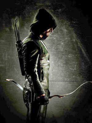 ¤ Arrow - Les nouvelles aventures de Green Arrow/Oliver Queen, combattant ultra efficace issu de l'univers de DC Comics et surtout archer au talent fou, qui appartient notamment à la Justice League. Disparu en mer avec son père et sa petite amie, il est retrouvé vivant 5 ans plus tard sur une île près des côtes Chinoises. Mais il a changé: il est fort, courageux et déterminé à débarrasser Starling City de ses malfrats...
