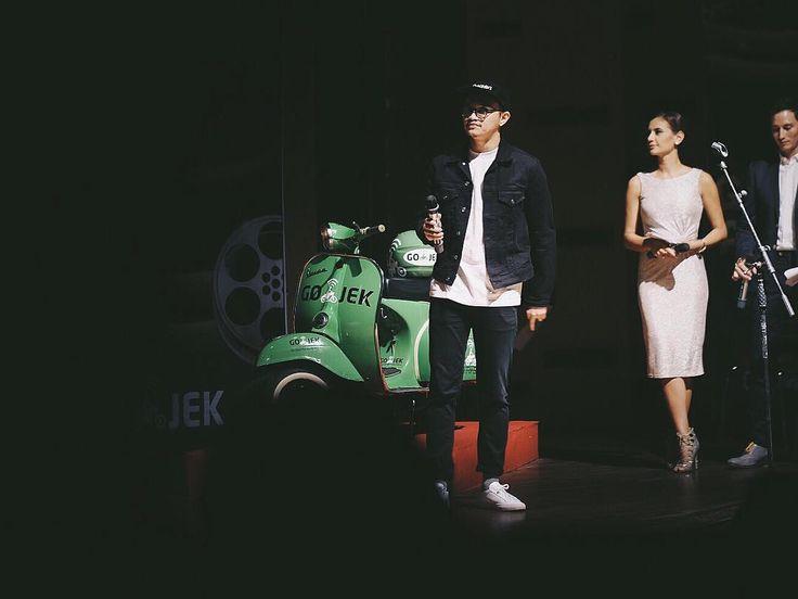 Membacakan pemenang kategori Viewers Choice di #GoVideo Competition #IndonesiaPilihGojek.  Selamat kepada para pemenang!  by ernandaputra