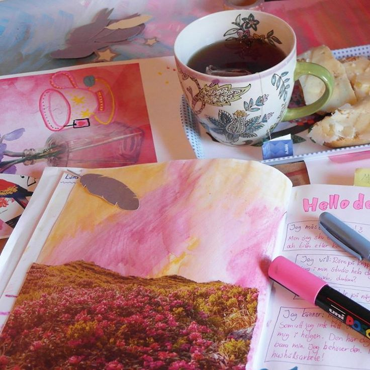Art journaling + tea = happiness! 🌸 #art #artjournal #tea #teatime #happiness #thelittlethings