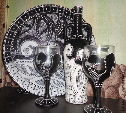`день и ночь`. Набор выполненный в технике точечной росписи в классическом сочетании черно-белого. Набор состоит из подноса, трех бокалов и графина.