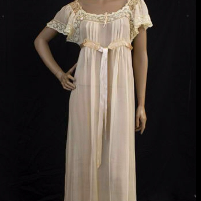 Again, vintage night gown...so romantic and feminine.
