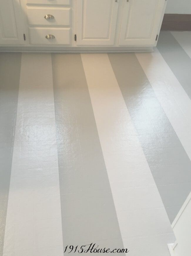 HOW TO PAINT OLD LINOLEUM KITCHEN FLOORS Such a simple project...with mind-blowing results! Paint is a miracle worker...