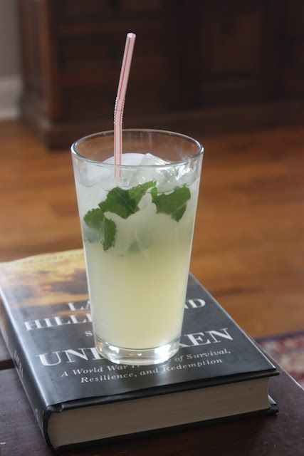 Non-alcoholic Limonata Nojito from Macaroni Grill - a refreshing blend of lemon, mint and ginger all muddled together!
