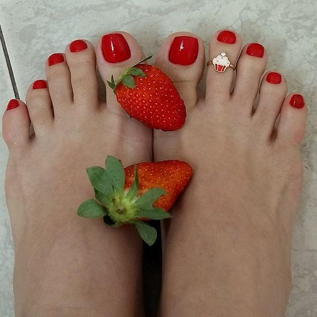 Bom dia amores!!!!! Alguém pra me ajudar no café da manhã? 😈 Pq hoje acordei assim, cheia de vontades!!!!😉😊👣👅👣💋👣👑👣❤️ #apaixonadoporpes #instafeetlove #instafoot #instalove #perfectfeet #pezinhos #teamprettyfeet #pezinhosdeprincesa #pésfemininos #podolatria #pesbrazil #feetslave #footmodel #feetlove #feetbrazil #footfetish #girlsfeet #lovefeet #prettyfeet #brazilianfeet #barefeet #belospezinhos #beautifulfeet #instafeetlove #instafoot #instalove #perfectfeet #prettytoes #pezinhos…