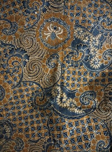 Batik origin Solo central java, year 1960,sogan type unique design quite modern with spider look a like.