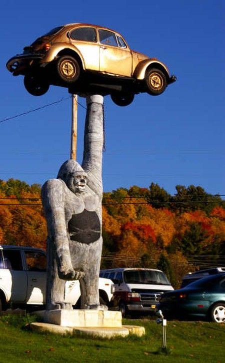 gorilla VW statue