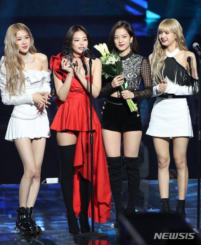 Group Photo Blackpink At Gaon Chart Music Awards 2019 Kpop Feminino Blackpink Blakpink