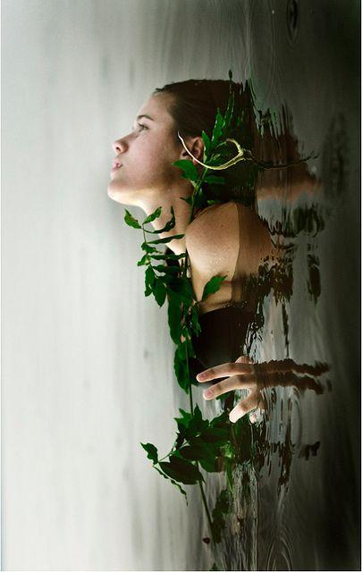 sumérgete en el agua de tus emociones