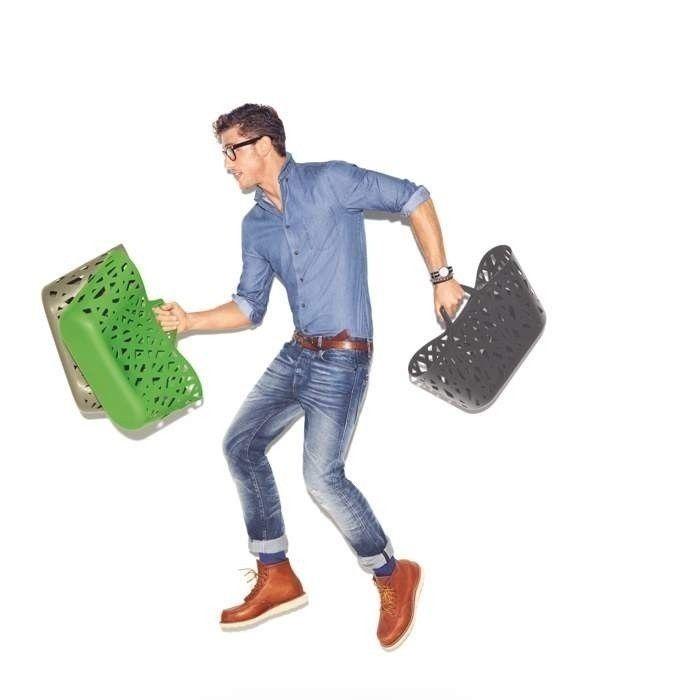 Mężczyzna na zakupach z koszami Reisenthel