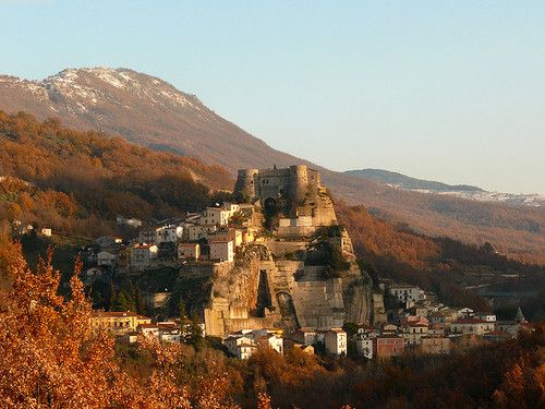visitheworld: The medieval village of Cerro al Volturno in Molise, Italy (by Orso Marsicano).