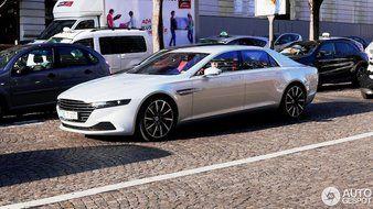 Ce n'est pas tous les jours qu'on croise une Aston Martin Lagonda Taraf à Paris.
