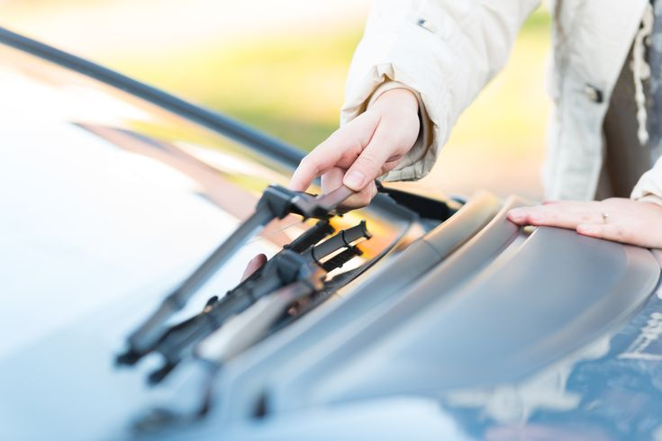 How to Clean Windshield Wiper Blades