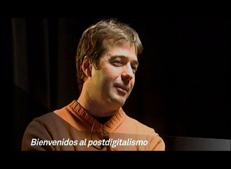 """Bienvenidos al postdigitalismo. Ciclo de conversaciones alrededor del libro """"Geekonomía. Un radar para producir en el postdigitalismo."""" el libro de Hugo Pardo Kuklinski (2010). En este video, conversación con Carlos Scolari. @Hugo_pardo"""