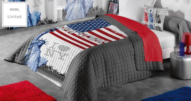 Pikowana szara narzuta na łóżko z flagą Ameryki