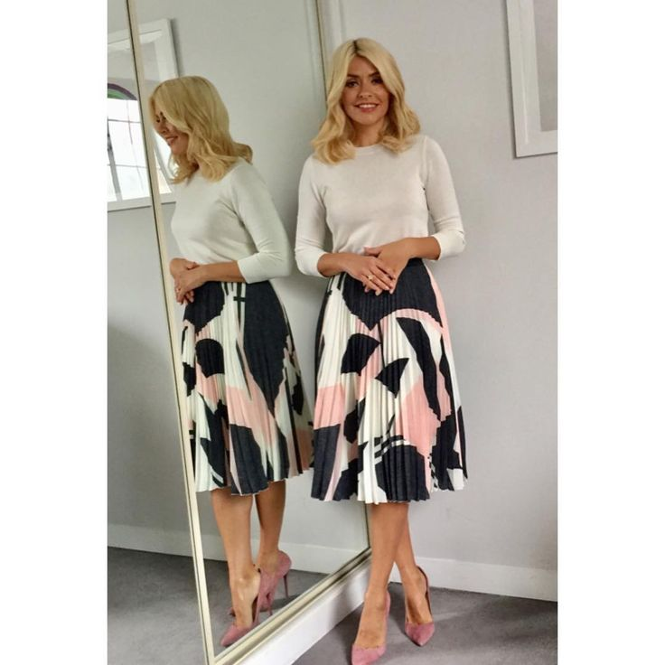 "28.4k Likes, 142 Comments - Holly Willoughby (@hollywilloughby) on Instagram: ""Today's look on @thismorning skirt by @oliverbonas jumper by @lkbennettlondon shoes by @officeshoes…"""