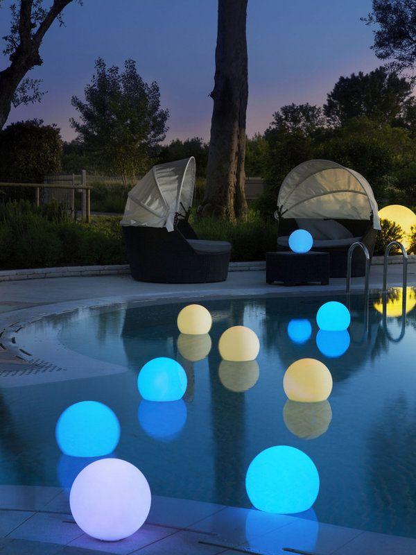 Lámparas ideales para iluminar el jardín. - Se podrían hacer con pintura que se cargue con luz solar para que no gaste ningún tipo de energía!