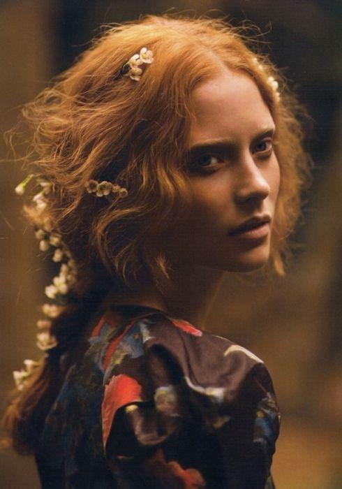 quick inspiration: pretty floral hair …: Hair Flowers, Red Hair, Flowers Children, Romantic Hair, Beautiful, Redheads, Redhair, Romantic Flowers, Red Head