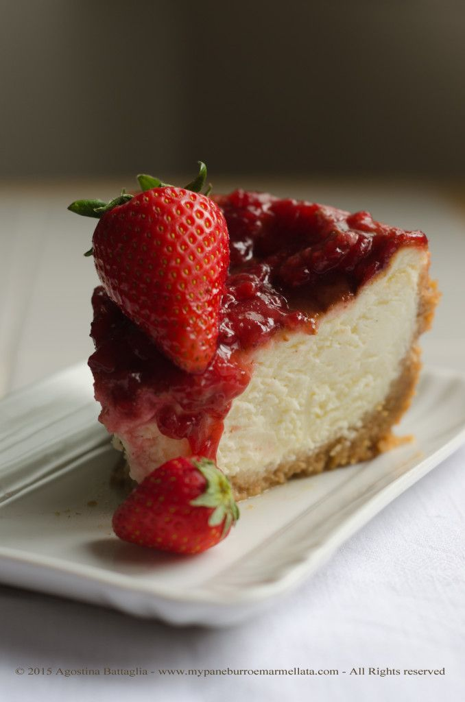 La New York Cheesecake con fragole e vaniglia | http://www.mypaneburroemarmellata.com/2015/05/la-new-york-cheesecake-con-fragole-e-vaniglia.html