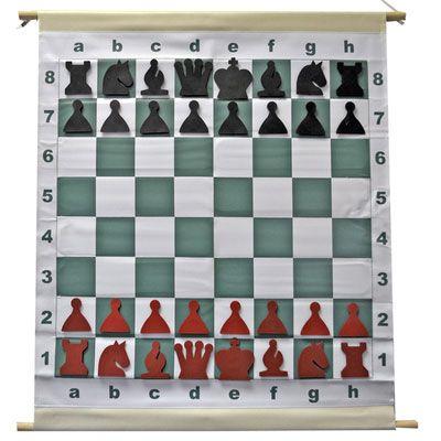 Tableros de Ajedrez Mural Enrollables Recuerdo cuando comencé a jugar al ajedrez que el monitor tenía que ir cargando con un tablero mural enorme y con un caballete de pintor, siempre fue una cosa que me llamo la atención. #Ajedrez #Chess #Ajedrezenlaescuela   #Ajedrez #Chess #juego de ajedrez #mural ajedrez #tablero de ajedrez #tablero mural de ajedrez