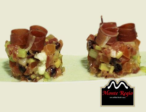 Nos vamos de aperitivo: Tartar de tomate, aguacete, gazpacho y jamón ibérico #MonteRegio ¡Al ataque!