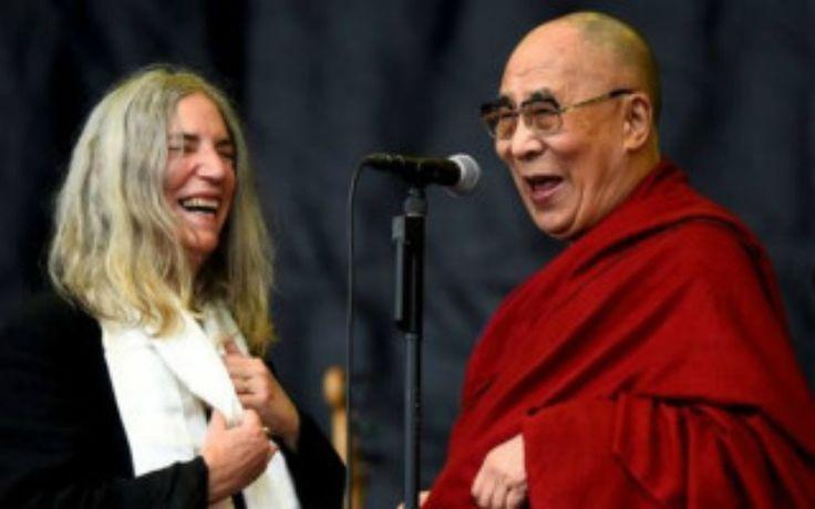 Patti Smith & Dalai Lama στη σκηνή του Glastonbury!!!  #DalaiLama #PattiSmith #Glastonbury #webmusicradio #HappyBirthday
