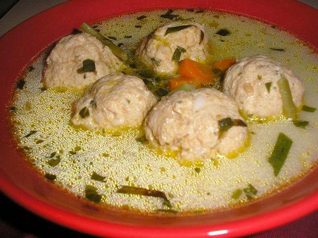 Tárkonyos csirkegombóc leves - www.kiskegyed.hu