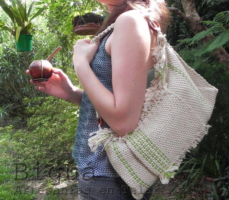 Biguá te propone bolsos en distintos tamaños, tejidos a telar con hilo de algodón.   http://bigua-telar.blogspot.com.ar/search/label/bolsos