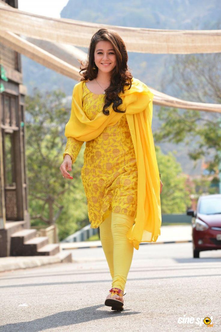 Actress Priyal Gor photos (17)
