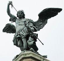 Arcangelo Michele a castel Sant'Angelo. A seguito della peste a Roma Gregorio Magno organizzó una processione, arrivati al mausoleo di Adriano vide in cima un angelo segno della fine della epidemia, da allora si chiama castel Sant'Angelo.