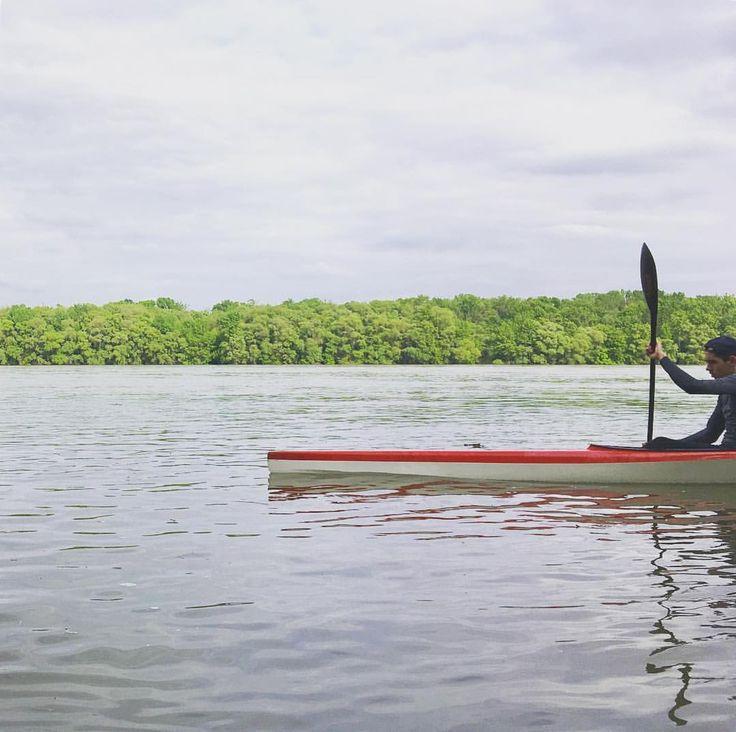 """207 kedvelés, 1 hozzászólás – AndrewBarasits (@andrewbarasits) Instagram-hozzászólása: """"#layers #lines #colors #sky #forest #danube #kayak #watersport #upstream #power #strong #tenacity…"""""""