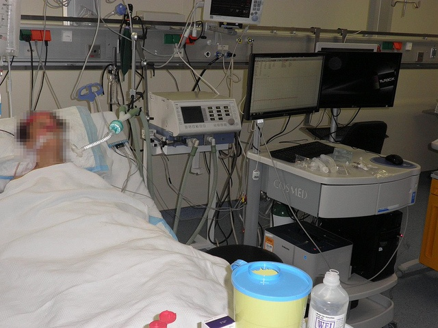 Indirect Calorimetry measured on ventilated patient in Intensive Care Unit of the University Hospital of Heraklion (Greece) by cosmednews, via Flickr