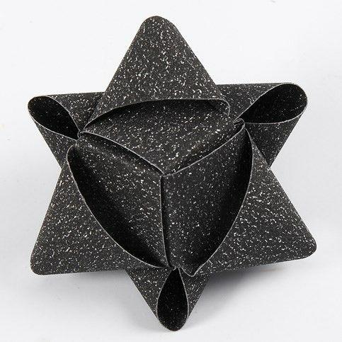 Ein würfelförmiger Stern aus Glitzerpapierstreifen von Vivi Gade                                                                                                                                                                                 Mehr