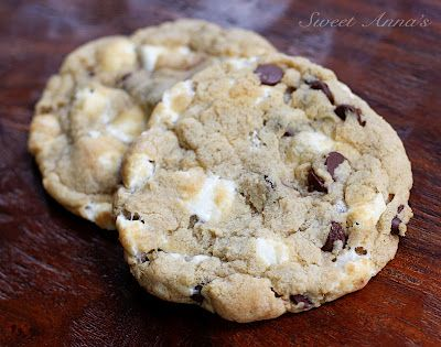 gooey marshmallow chocolate chip cookies | Sweet Anna's