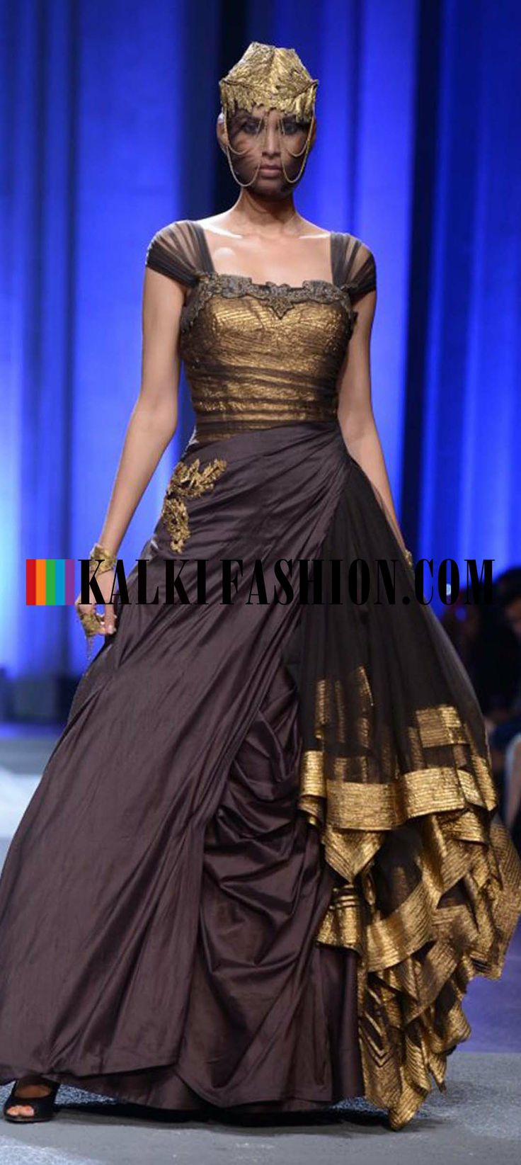 http://www.kalkifashion.com/designers/shantanu-nikhil.html Models showcasing Shantanu and Nikhil collection at Indian Bridal Week Nov 2013 at Mumbai