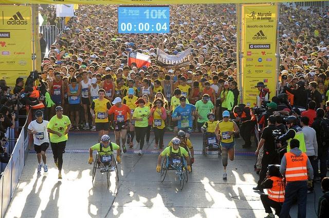 Por segundo año consecutivo y marcando un tiempo récord, el deportista Teletón, José Sapiain, volvió a triunfar en los 10K del Maratón de Santiago.