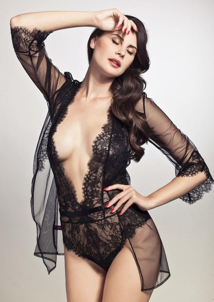 https://www.pleasurements.com/en/l-agent-by-agent-provocateur-idalia-short-gown-black-lace
