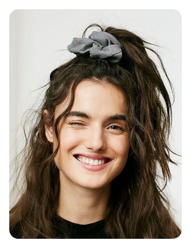 60 Epic 90 Frisuren Die Jetzt Ein Comeback Machen Deutsch Style Scrunchie Hairstyles 90s Hairstyles Hair