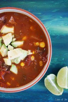 Yuumm, Mexicaanse vegetarische soep met kool, mais en avocado
