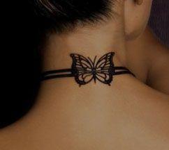 Tatouage papillon sur la nuque
