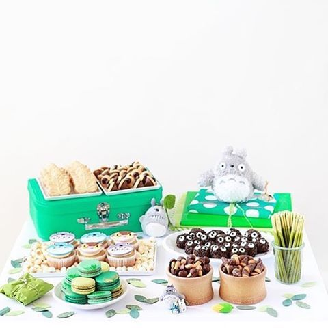 Such a cute Totoro party from @averyandaugustine! How I love those homemade soot sprites... and those cupcakes too!
