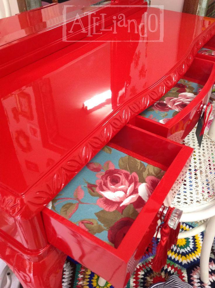Ateliando - Customização de móveis antigos  Se voce tem algum móvel precisando de ajuda, nosso  atelier de decoração é especializado em restauração, laqueação, customização & afins!