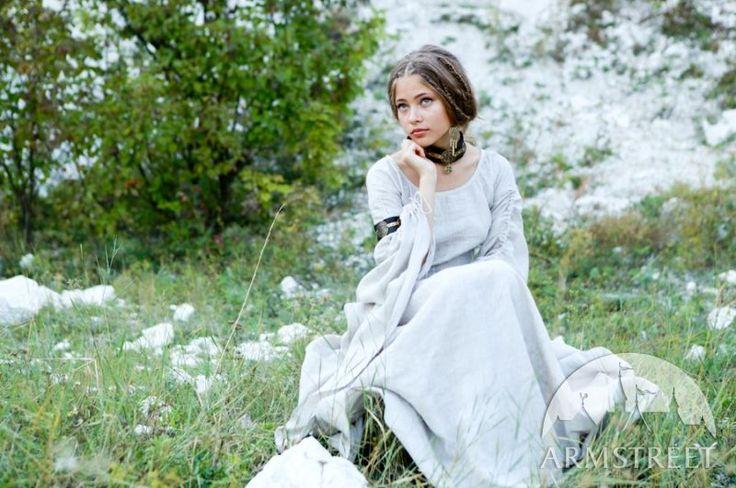 "Medieval flax-linen natural ""Archeress"" chemise tunic for sale $153.00 http://armstreet.com/store/clothes/medieval-flax-linen-chemise-archeress Tolle Auswahl bei divafashion.ch. Schau doch vorbei"